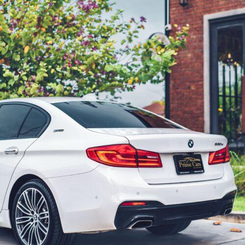 เช่ารถ BMW Series 5 รุ่นท้อป ด้านท้าย