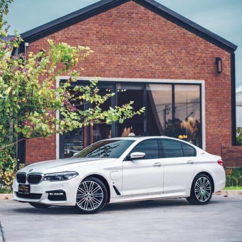 BMW 530e M Sport สีขาว ราคา 3,900,000 บาท