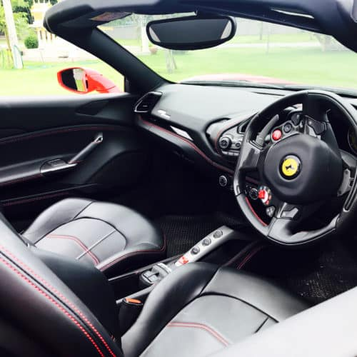 Ferrari F8 Tributo ภายใน