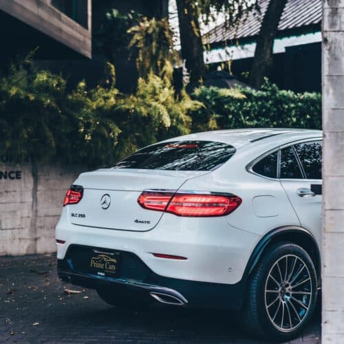 Benz GLC250 Coupe สีขาวด้านหลัง