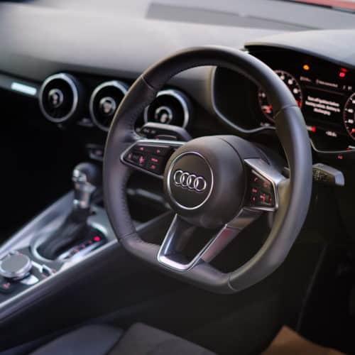 พวงมาลัยท้ายตัดของ Audi TT Sline พร้อมหน้าจอ Virtual Cockpit