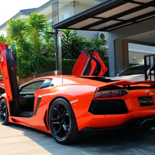 Lamborghini Aventador เปิดประตู