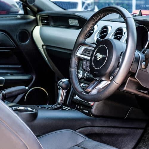 Ford Mustang ภายในด้านขวา