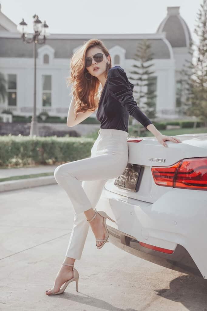 ถ่ายรูปกับรถยนต์