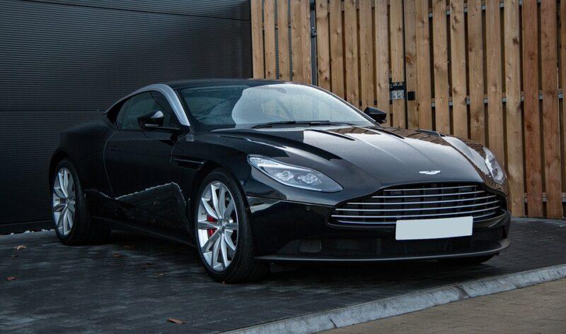 รถยนต์หรูระดับตำนาน Aston Martin DBS Superleggera