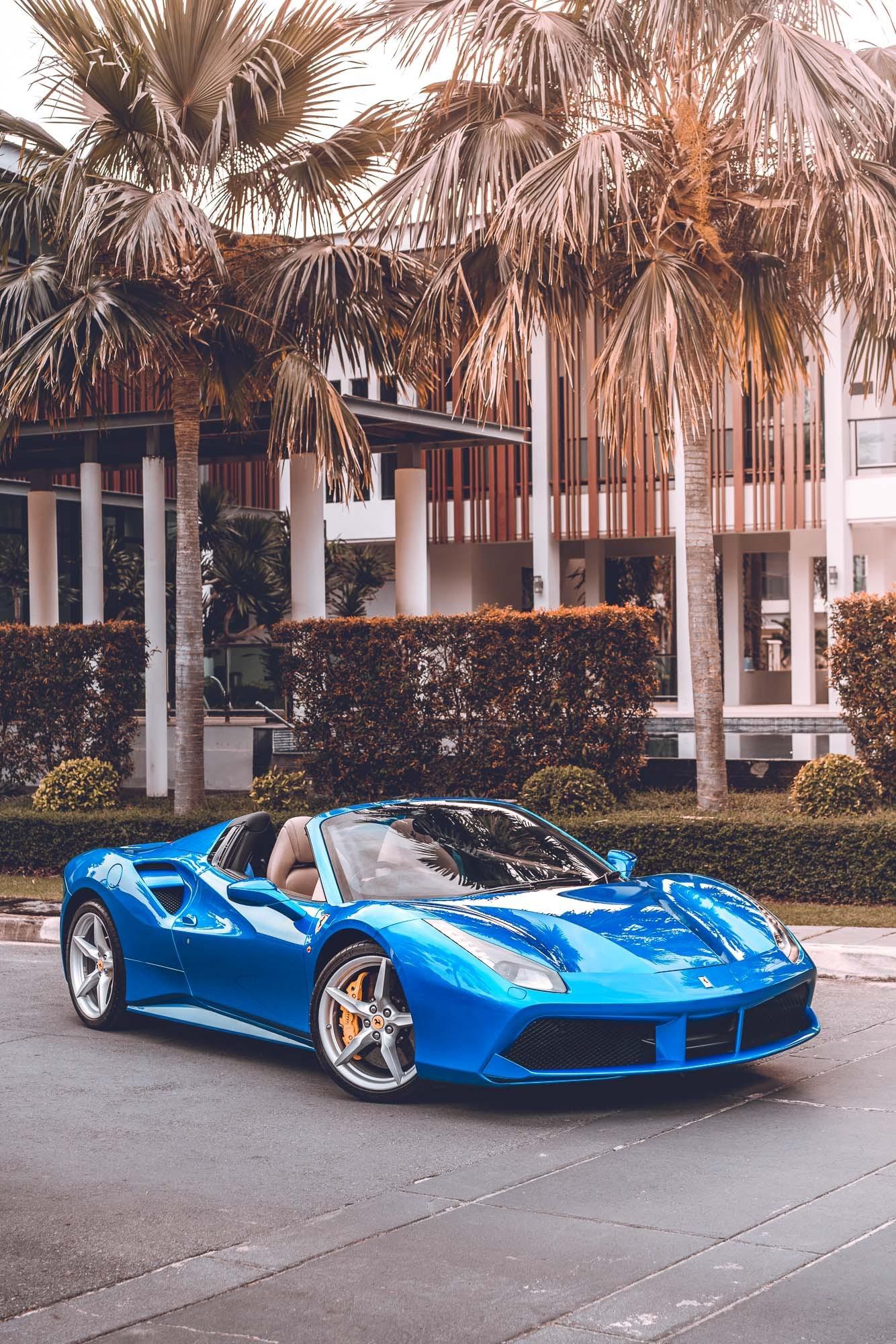 รถหรูเปิดประทุน Ferrari
