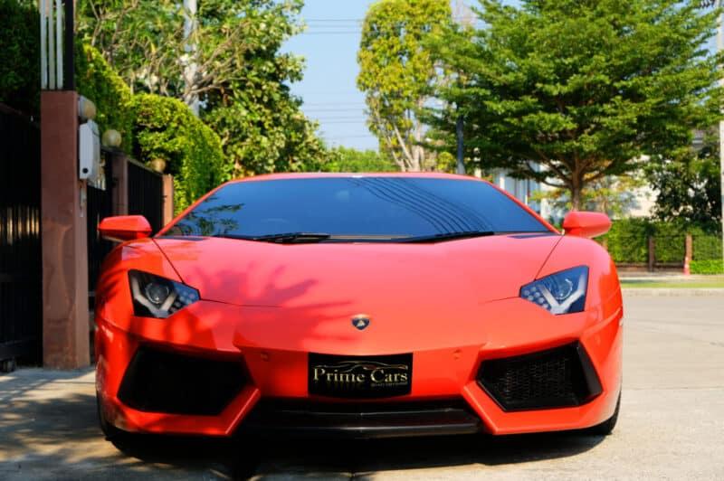 รถหรูสีแดง Lamborghini