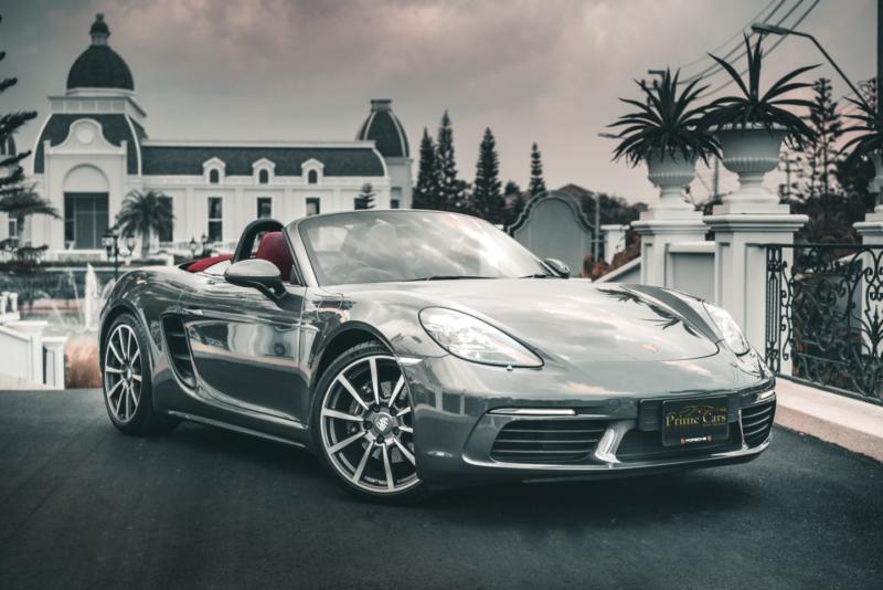 รถหรูเปิดประทุน Porsche