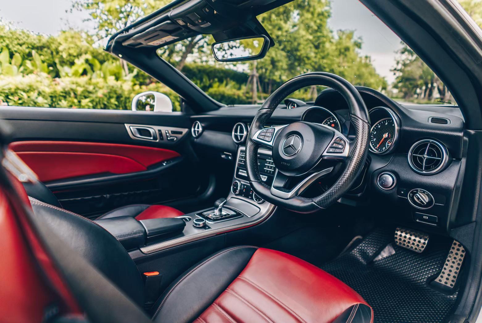 ภายใน Benz SLC 300 AMG