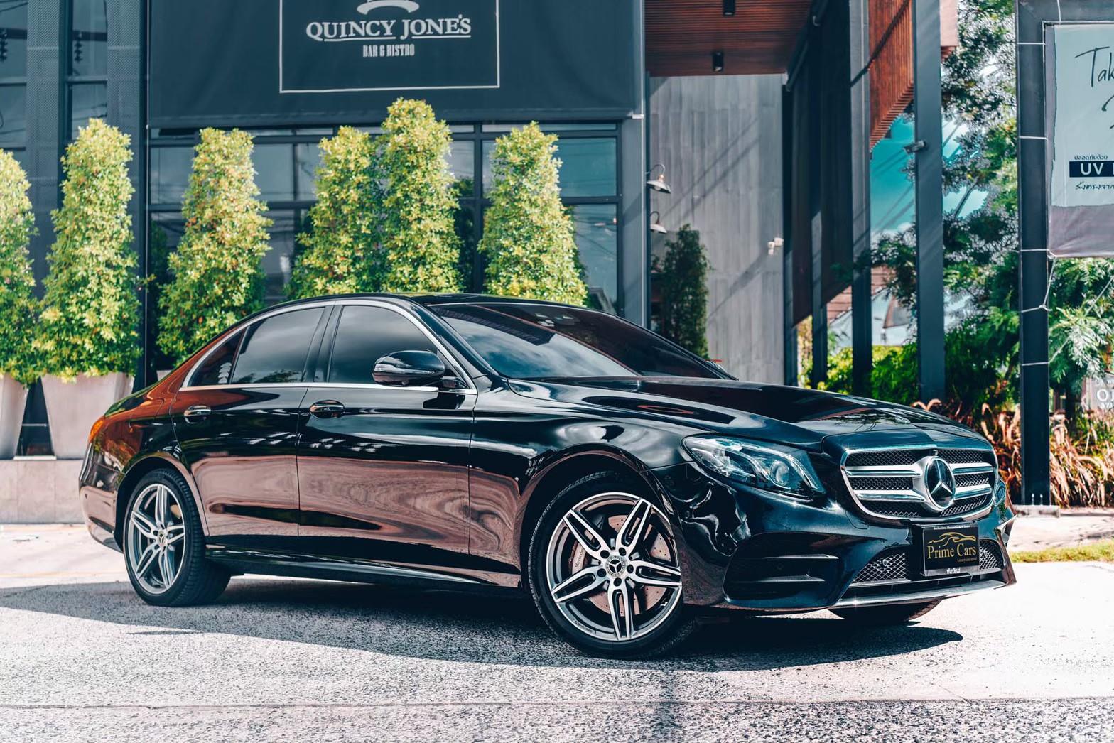 เช่ารถสีดำ Mercedes-Benz