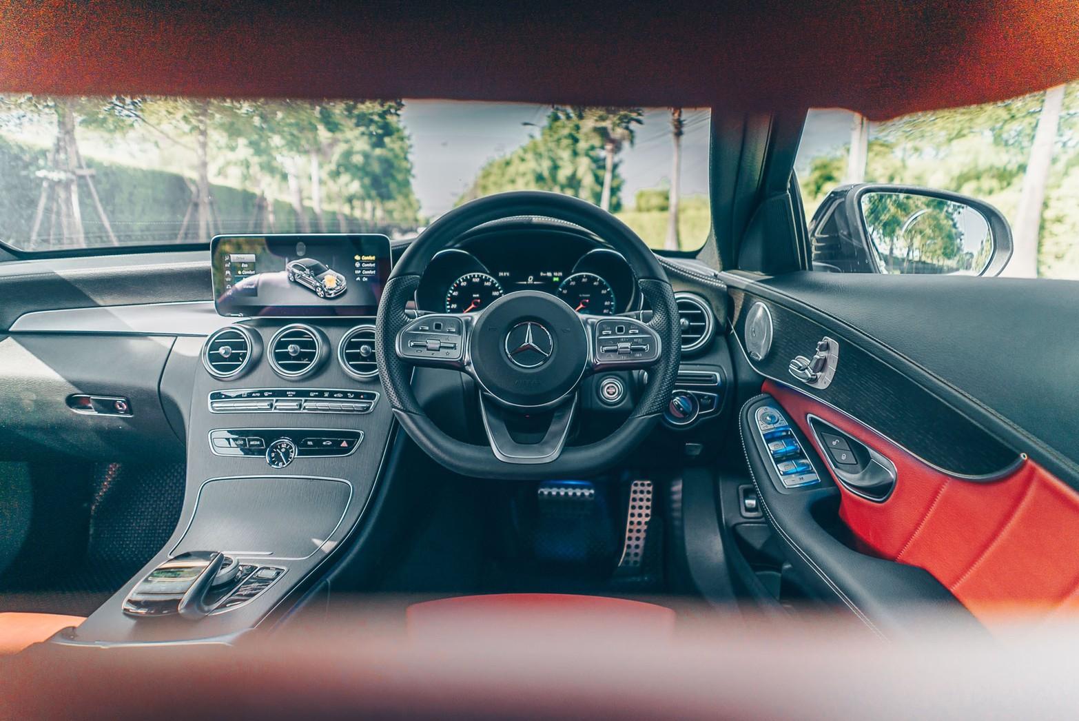 เช่ารถเบนซ์ Mercedes-Benz C300e AMG Dynamic