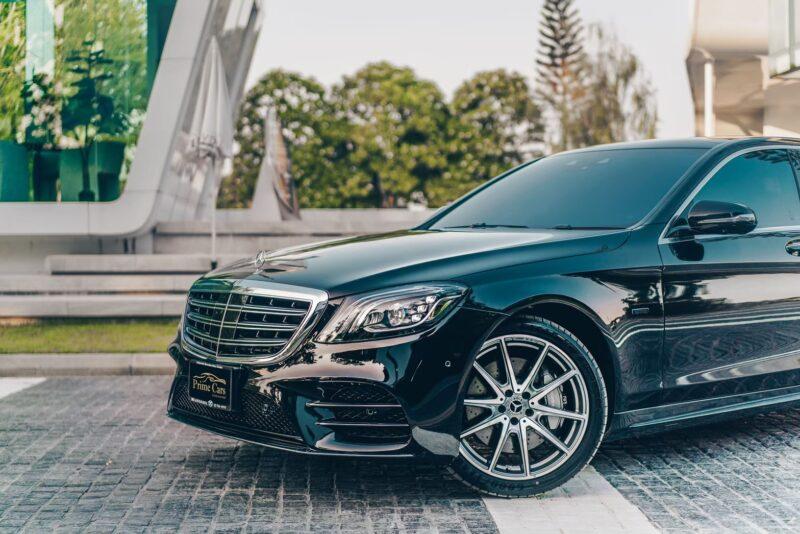 รถยนต์ไฟฟ้า Mercedes-Benz S560e Front